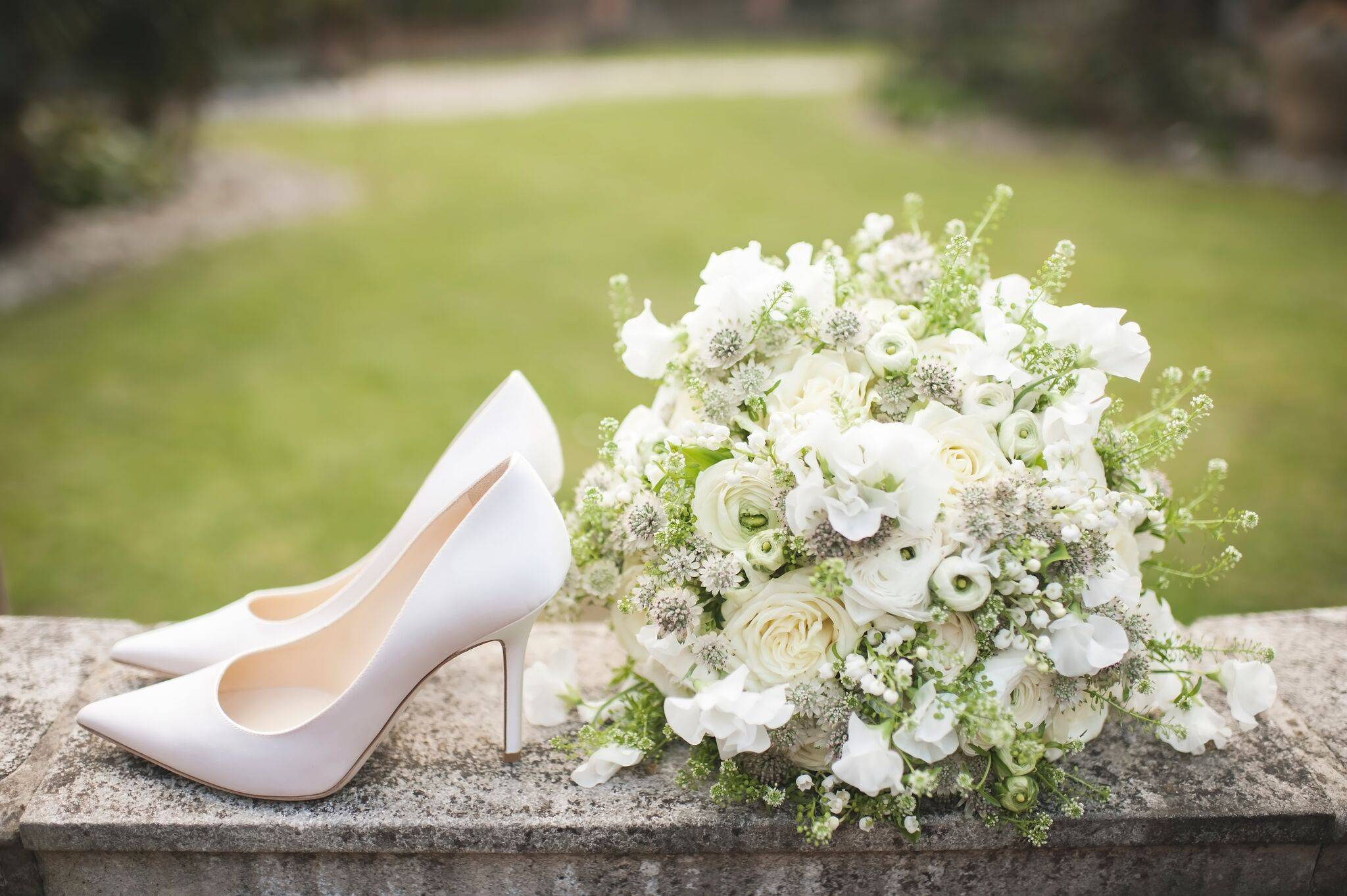 Selecting seasonal wedding flowers